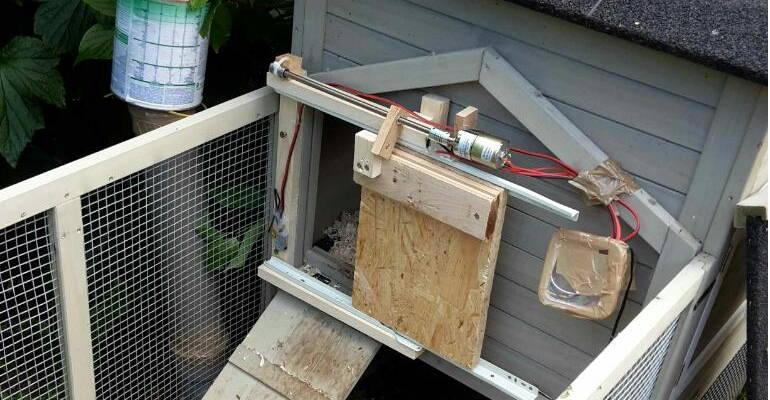 Porte de poulailler automatique - Fermeture automatique porte poulailler ...